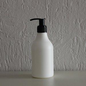 HDPE fles wit 250 ml + zeeppomp